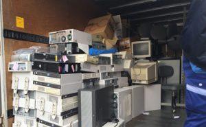パソコンなどOA機器の大量廃棄